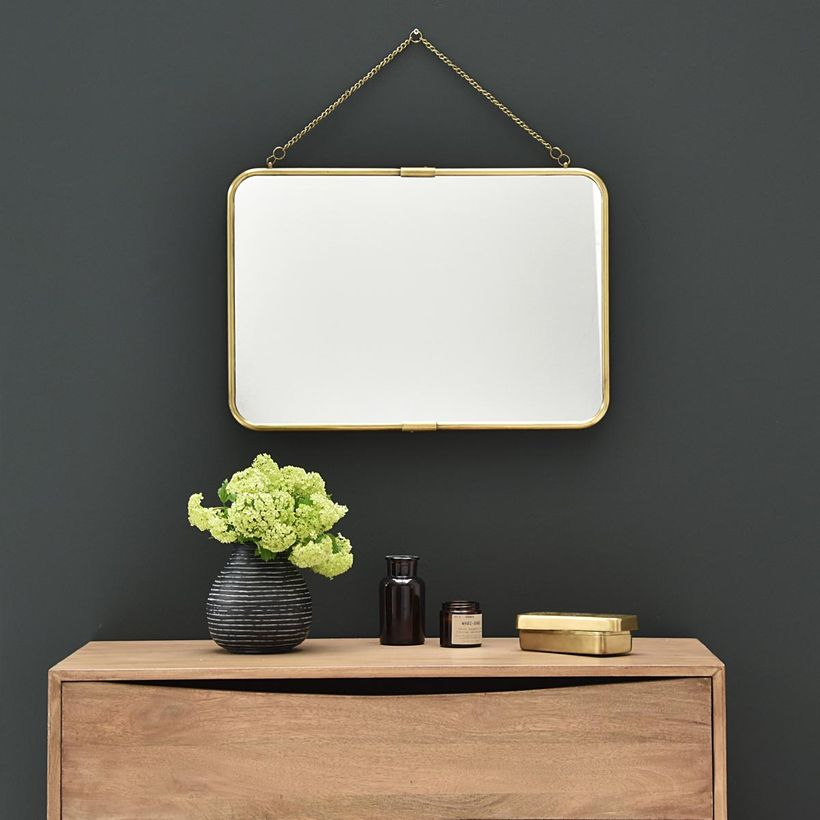 miroir de barbier en laiton rectangulaire avec cha ne amovible decoclico. Black Bedroom Furniture Sets. Home Design Ideas