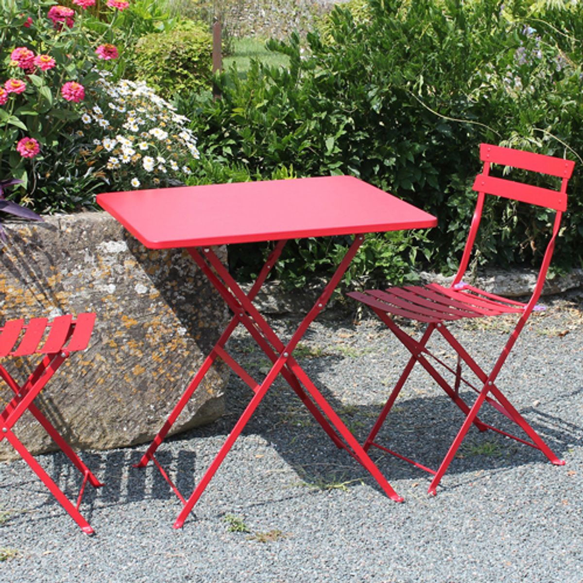 salon de jardin table et 2 chaises pliantes en acier pop rouge decoclico. Black Bedroom Furniture Sets. Home Design Ideas