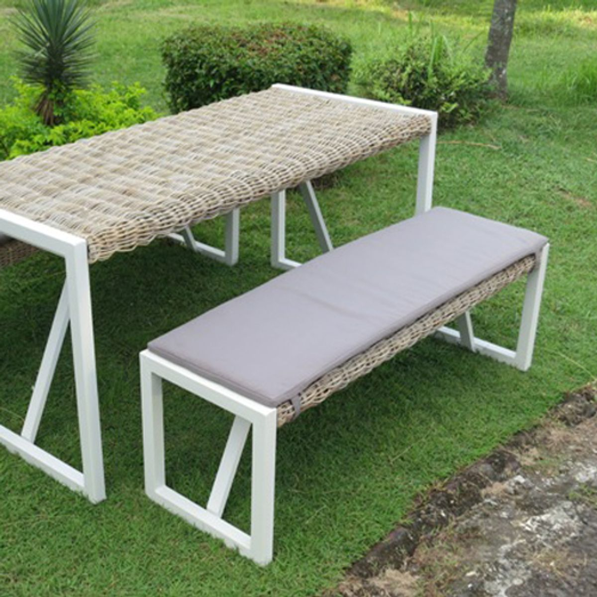 banc de jardin en kubu structure aluminium malacca city green decoclico. Black Bedroom Furniture Sets. Home Design Ideas