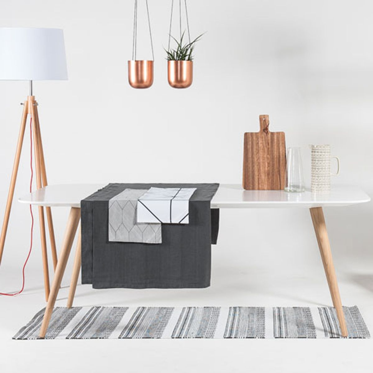tapis en plastique motif noir et blanc new inka house doctor decoclico. Black Bedroom Furniture Sets. Home Design Ideas