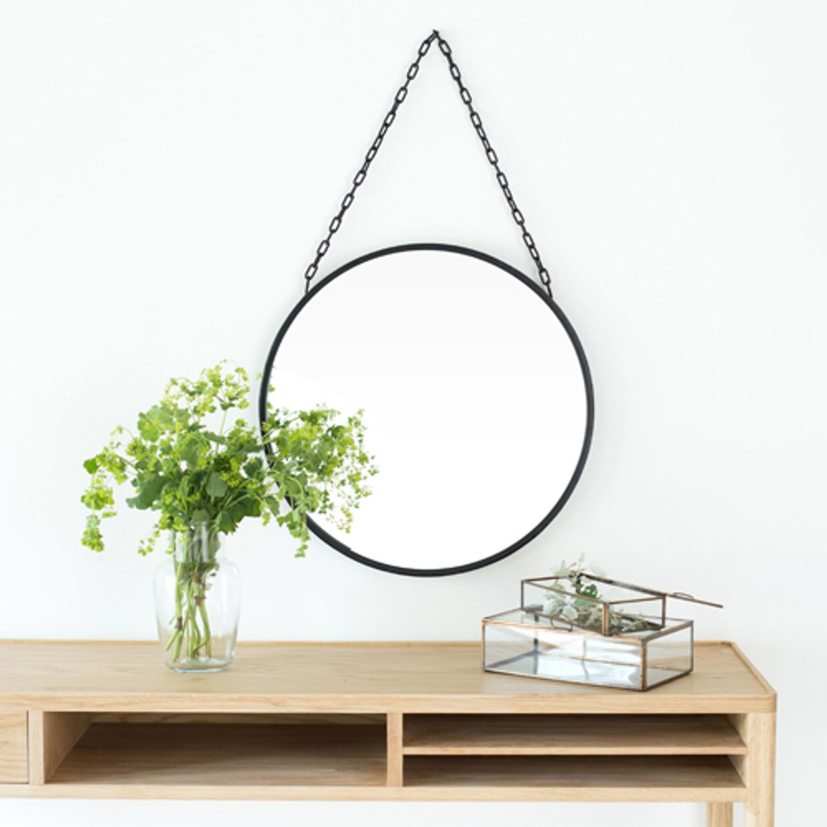 miroir rond en m tal noir mat avec cha ne 50 cm decoclico. Black Bedroom Furniture Sets. Home Design Ideas