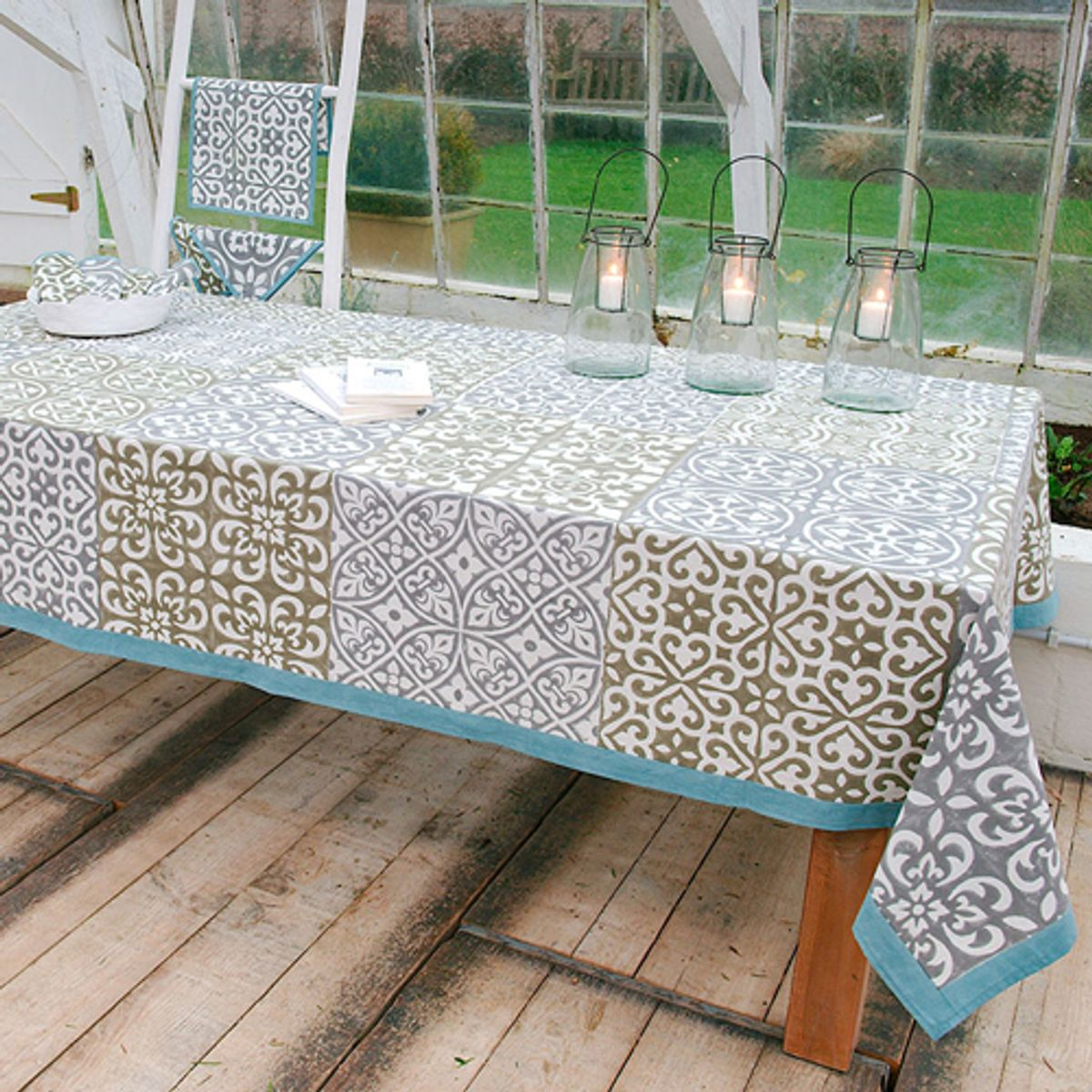 Nappe en coton esprit carreaux de ciment gris bleu windy hill decoclico - Nappe carreaux de ciment ...